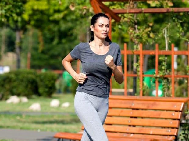 Cei doi, Kinga si Zsolt, au fost legați încă din 2007 de o relație de afaceri foarte profitabilă. În 2012, soțul Nicoletei Luciu a fost surprins în câteva imagini care demonstrau căî între el și Kinga e mult mai mult decât atât: bărbatul o lovea pe antrenoarea de fitness, pe un yaht. Atunci, a izbucnit un scandal enorm, iar Nicoleta chiar a vrut să divorțeze.