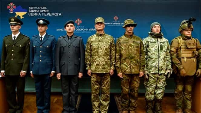 Armata UCRAINEI primeşte uniforme şi grade ca ale NATO