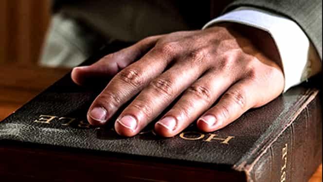 Completul de 5 judecători care audiază cazul lui Sebastian Ghiță a fost sabotat. Bibilia a dispărut fără urmă!