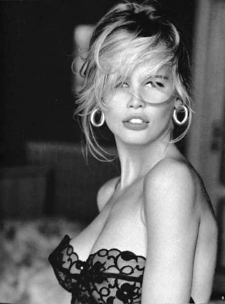 Claudia Schiffer era, în tinerețe, consideraă una dintre cele mai frumoase femei din lume. Însă cum arată ea acum, la vârsta de 48 de ani?