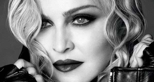 Madonna, pozează doar în lenjerie transparentă la cei 60 de ani (8)