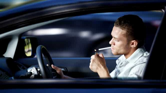 Cum poți să scapi de mirosul de țigară din mașină cu ajutorul bicarbonatului de sodiu