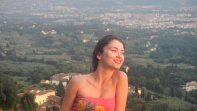 Anca Dumitra, Gianinuța din Las Fierbinți, s-a pozat îmbrăcată în Scufița Roșie. FOTO