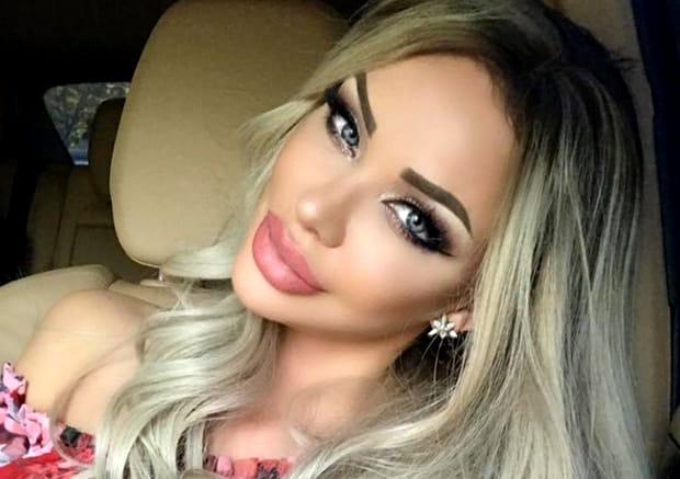 Câte clase are Bianca Drăgușanu