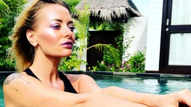 Delia a fugit la plajă, în Maldive! Îşi ţine fanii în şah cu poze incendiare în costum de baie! GALERIE FOTO