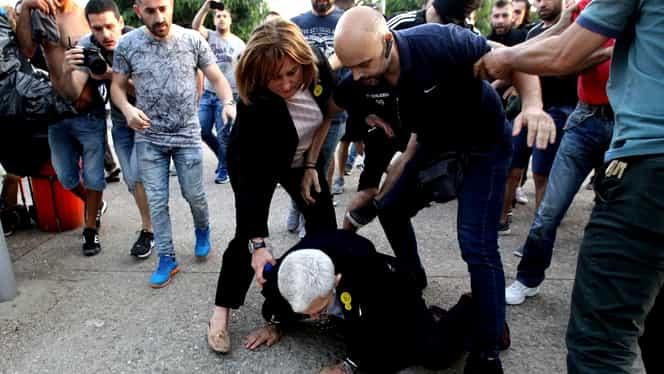 Primarul orașului Salonic, bătut de protestatari. Imagini de coșmar!