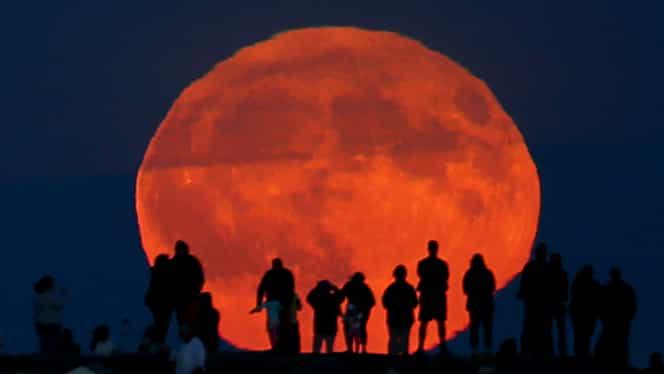 Ce înseamnă, de fapt, Luna portocalie. Fenomenul se va vedea în noaptea asta