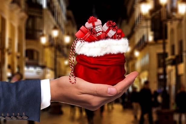 Ce beneficii primesc românii de Crăciun şi Revelion de la angajatori: bonusuri şi bani