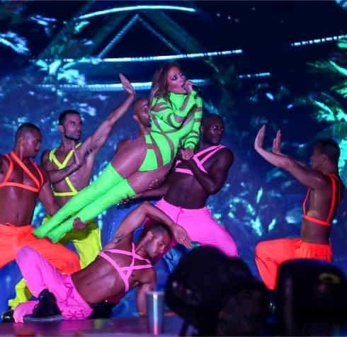 Jennifer Lopez a fost dată în judecată în Egipt după ce a apărut așa pe scenă. Galerie FOTO