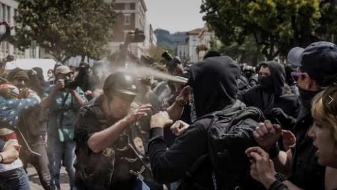 Ciocniri între militanţi pro şi anti-Trump, în California. Peste 20 de persoane arestate