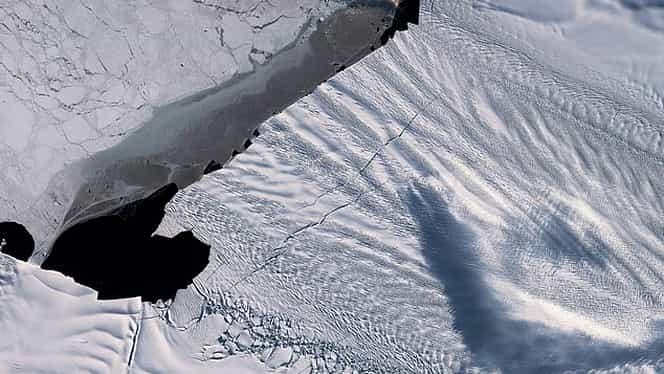 Antarctica se topește într-un ritm alarmant. O bucătă de 3 ori cât Parisul s-a desprins din ghețarul Pine Island