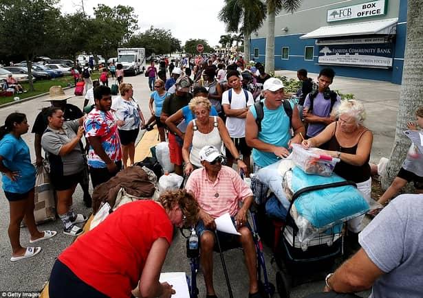 LIVE VIDEO+FOTO. Uraganul Irma loveşte Florida! Imagini în direct de pe malul oceanului cu furtuna devastatoare
