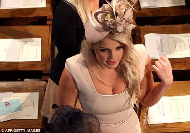Cine este tânăra care seamănă izbitor cu prințesa Diana! A atras toate privirile la nunta regală!