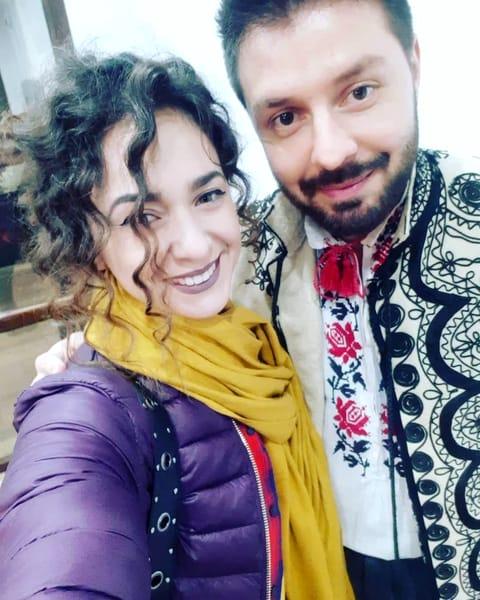 Bogdan Ioan și iubita lui la un spectacol