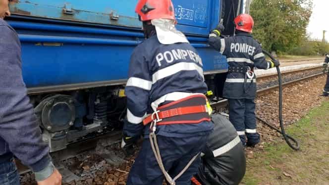 O locomotivă CFR a luat foc, iar 200 de călători au fost evacuați