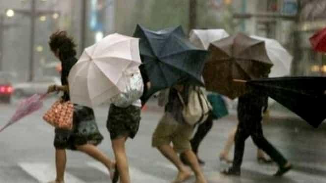 """ALERTĂ METEO! Ploi şi vijelii, după zilele """"de vară""""! Ce se întâmplă cu temperaturile"""