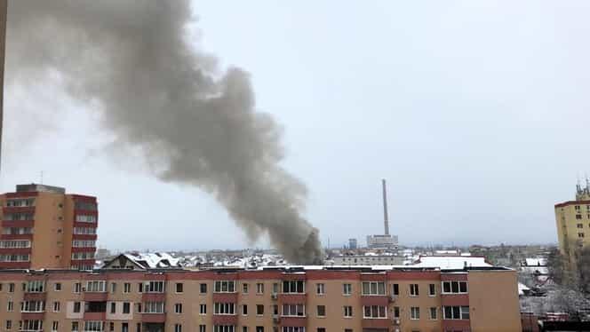 Explozie şi un incendiu într-un bloc din municipiul Braşov! O persoană a fost rănită