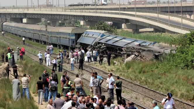 Masină plină cu soldaţi, lovită de un tren de persoane! Cel puţin patru oameni au murit!