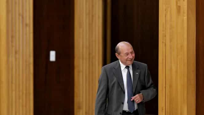 """Traian Băsescu, sfaturi pentru Tăriceanu: """"La Modrogan la intrare se află o tavă cu ciolane pentru potăi de pripas. Ia-ţi şi tu unul"""""""