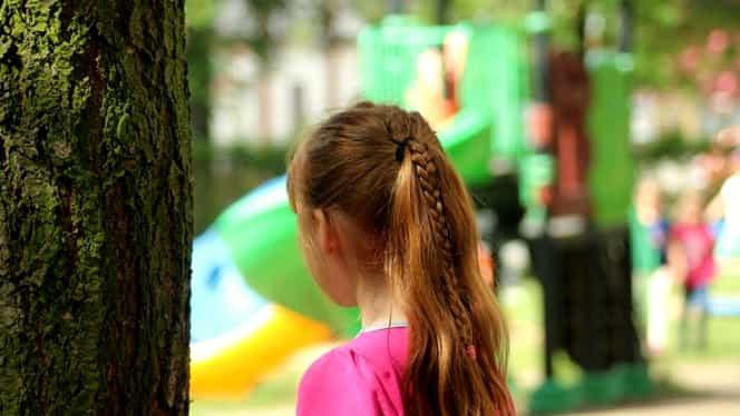 Crimă oribilă într-un parc din Anglia. O fetiţă de 7 ani a fost înjunghiată mortal de o necunoscută. Cum s-a întâmplat totul
