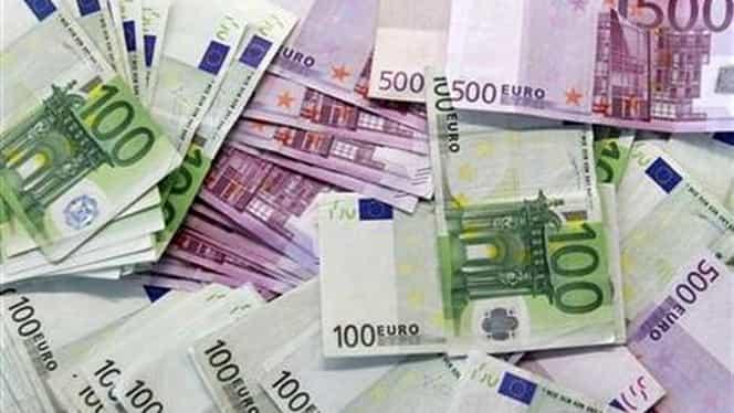 BNR: Euro a crescut la 4,4472 lei, iar dolarul a revenit şi încheie săptămîna aproape de nivelul record