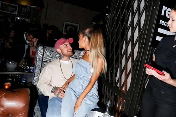 Rapperul american Mac Miller a murit. Totă lumea îl știa drept iubitul artistei Ariana Grande, de care, însă, săa despărțit în urmă cu doar 4 luni. În vârstă de numai 26 de ani, cântărețul pare să își fi pierdut viața după ce ar fi apelat la o supradoză, potrivit presei de peste Ocean. Rămâne însă a se stabili cauza exactă a decesului, în urma autopsiei.