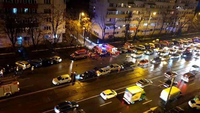 Accident în zona Ion Mihalache din Capitală! Zece mașini au fost implicate într-un carambol