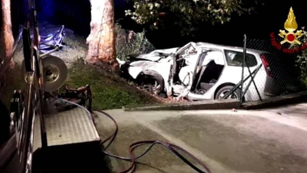 Român mort într-un accident auto produs în Italia! Bărbatul se întorcea dintr-un club