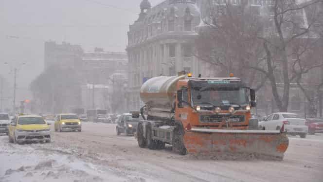 Atenționare ANM: Cod portocaliu de vânt și precipitații în București. Iarna pune stăpânire peste Capitală