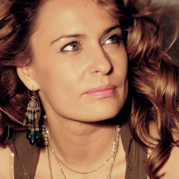 Cum arată iubita mult mai tânără a lui Bebe Cotimanis de la Pro TV. Galerie FOTO