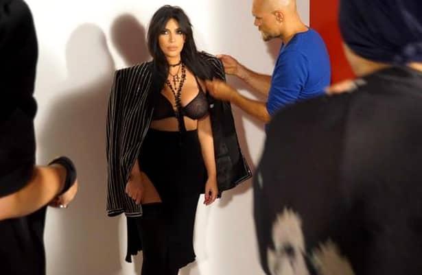 GALERIE FOTO. Kim Kardashian, goală puşcă în deşert