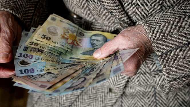 """Metoda """"se schimbă banii""""! Bătrânii sunt din nou în vizorul escrocilor! Cum să vă feriţi"""
