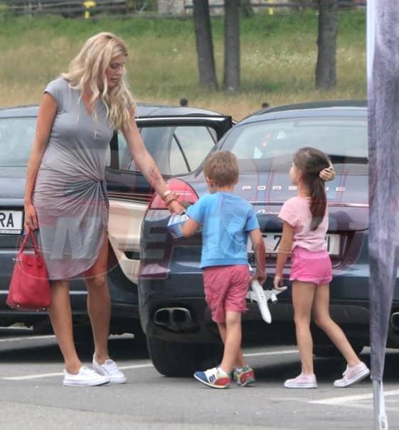 Cristi Borcea i-a trimis bani Alinei Vidican, chiar dacă este în al nouălea cer alături de noua sa iubită, Valentina Peșinel, care i-a dăruit și ea și un copil. Omul de afaceri însă nu își neglijează deloc moștenitorii, indiferent care este mama lor.