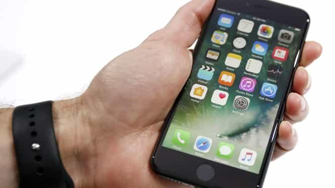 Apple încearcă să-şi spele imaginea! Schimbă bateriile iPhone la preţ redus!