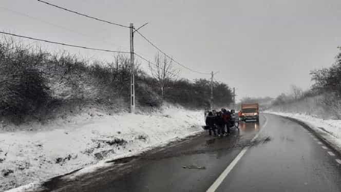 Un microbuz s-a răsturnat în Iași. 10 persoane au fost rănite. La fața locului au ajuns mai multe ambulanțe SMURD – Foto