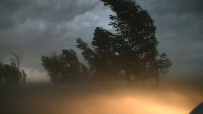 Cod portocaliu de vânt puternic în mai multe zone din ţară! Avertizarea venită de la ANM