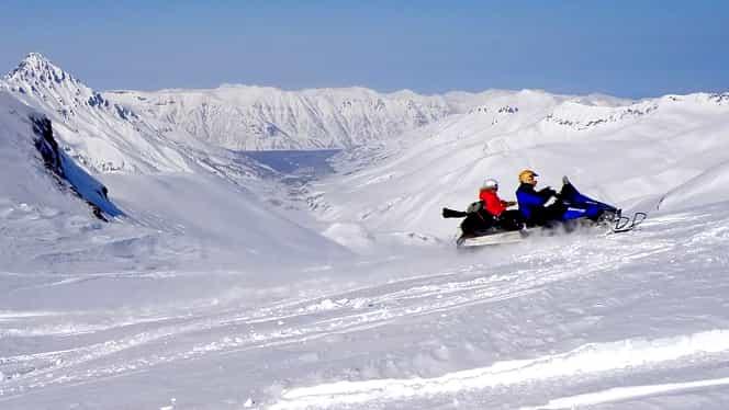 Un adolescent de 17 ani a murit într-un accident cu un snowmobil furat, la Predeal. Un alt tânăr este în stare gravă la spital
