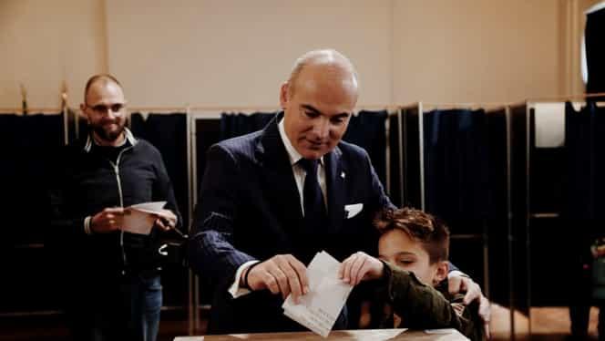 Locul inedit unde a votat Rareș Bogdan la alegerile prezidențiale. A vrut să dea un exemplu