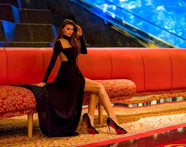 Ipostaze jenante cu Ramona Gabor, în Dubai! A fost fotografiată și filmată așa!