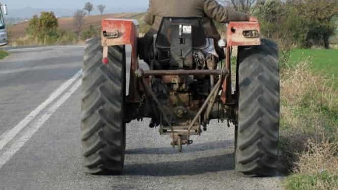 Șofatul unui tractor neînmatriculat și fără permis de conducere nu mai este infracțiune!