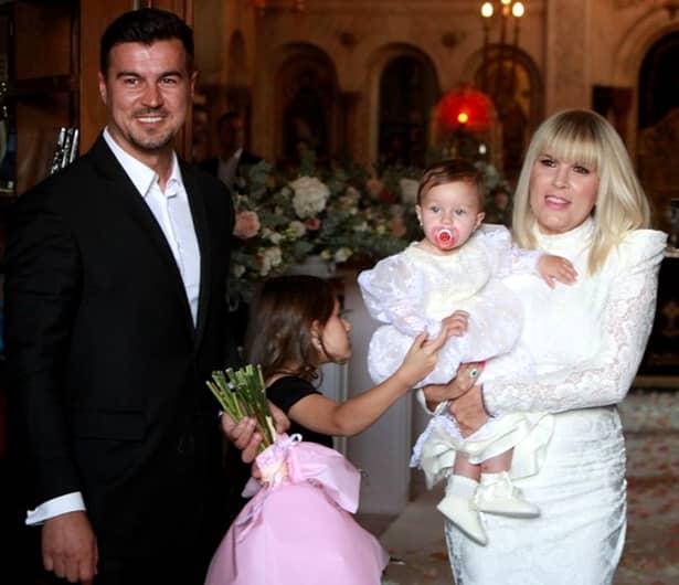 Primele imagini de la botezul fiicei Elenei Udrea. Eva Maria, creștinată la Mănăstirea Cașin