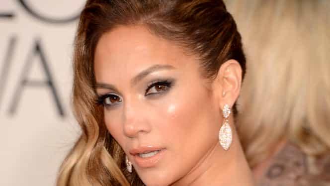 Jennifer Lopez, goală la aproape 50 de ani!