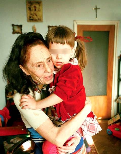 Ireal! Adriana Iliescu nu este mama Elizei. Fetița pe care o năștea în urmă cu 13 ani, nu este fiica biologică a Adrianei Iliescu.