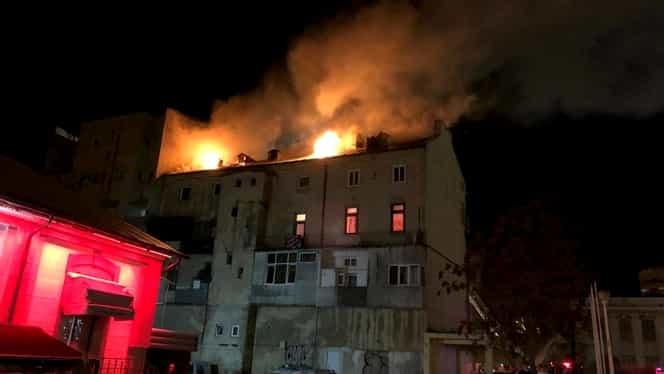 Incendiu grav în New York. Cel puţin 12 persoane, între care şi un copil de un an, au murit