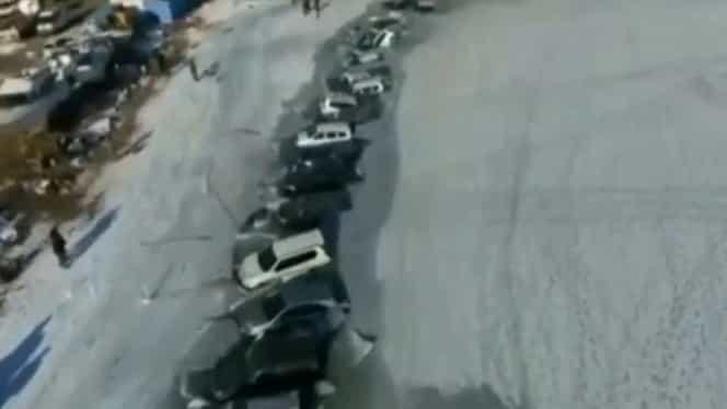 Zeci de mașini scufundate în Rusia. Șoferii le-au lăsat parcate pe un lac înghețat din Vladivostok – Video