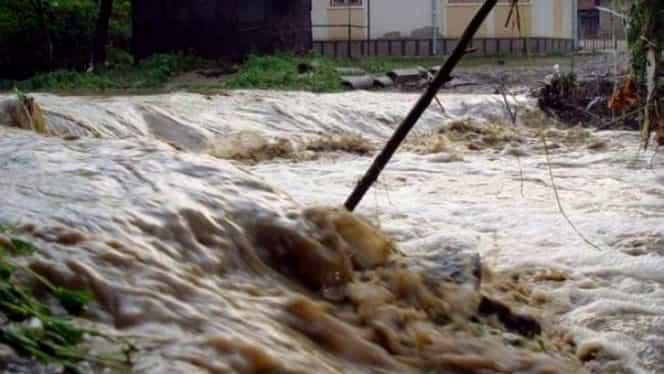 Alertă de la hidrologi: Cod portocaliu de inundaţii pe mai multe râuri