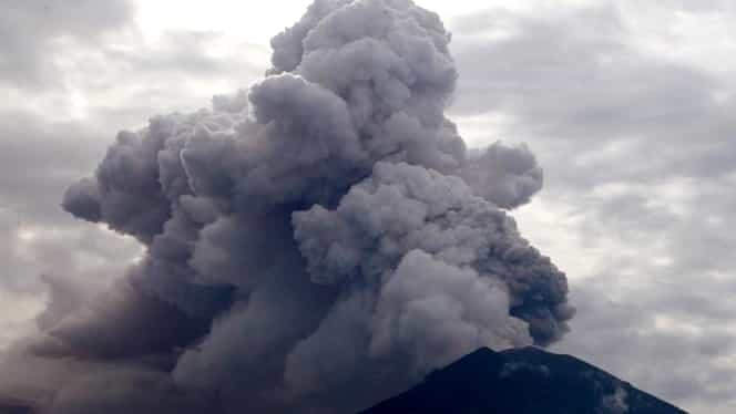 Vulcanul Agung ameninţă locuitorii din Bali! A aruncat cenuşă la mii de metri în atmosferă!