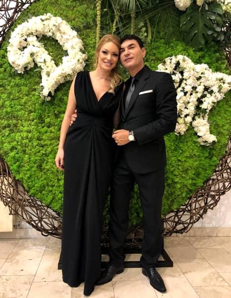 După ce am anunțat în exclusivitate că Valentina Pelinel și Cristi Borcea așteaptă încă un copil, iată o nouă veste bombă: cei doi se căsătoresc, miercuri după-amiază, în mare secret. Se pare că cei doi își doresc ca al doilea copil al cuplului să apară într-o familie cu acte în regulă, așa că au trecut imediat la fapte, la puțin peste două luni după ce fostul boss de la Dinamo a fost eliberat din închisoare.