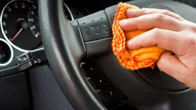 Bicarbonatul de sodiu îți face mașina lună. Cum să-l folosești ca să ai un interior extrem de curat!