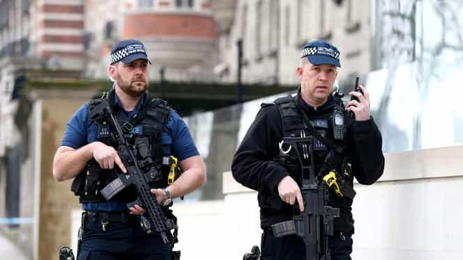 Împușcături în nordul Londrei! Polițiștii i-au găsit întinși pe jos!